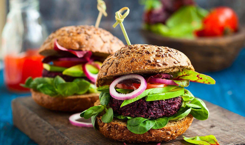 Hambúrguer de beterraba (vegano)
