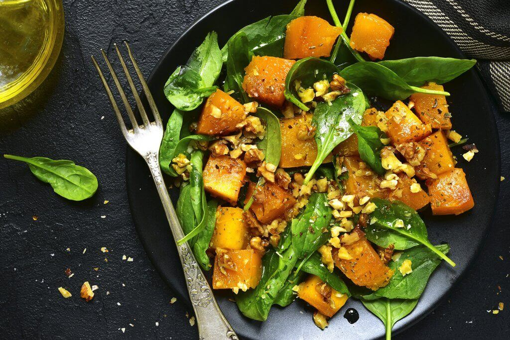 Salada de abóbora e espinafre